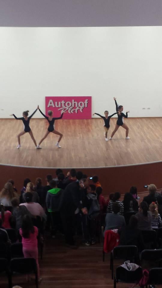 Dans sectia Gimnastica Aerobica