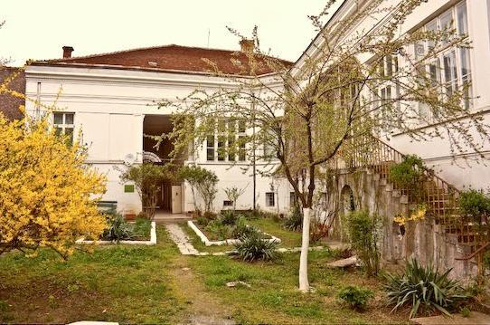 Curtea muzeului din oraşul Lipova