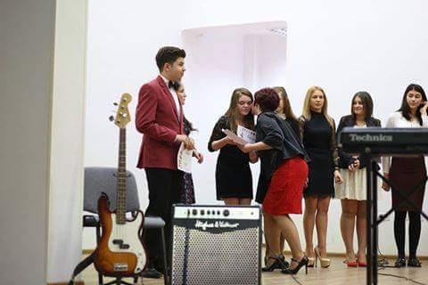 Elevii de la Liceul Atanasie Marieenscu au fost premiati la finalul spectacolului pe care l-au pregatit