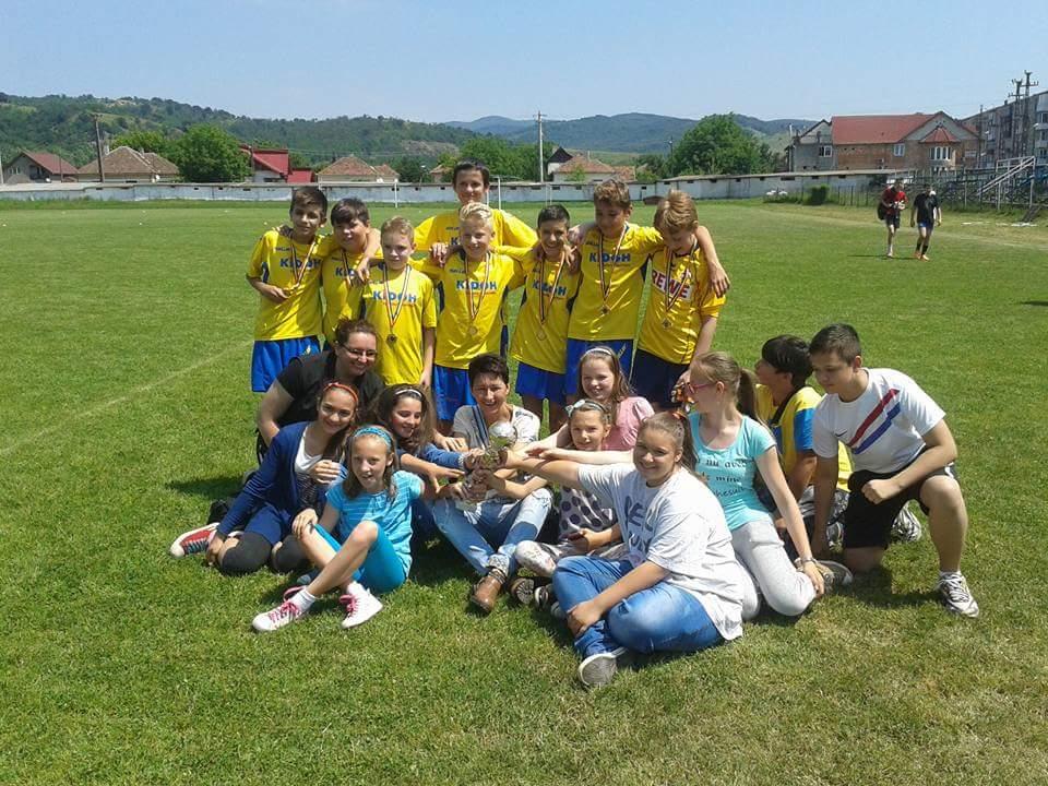 Echipa de baieti la campionatul de fotbal organizat in 5 iunie