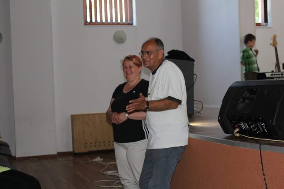 Zoltan Tusa, directorul Clubului Copiilor Lipova alaturi de reprezentantii din Ungaria