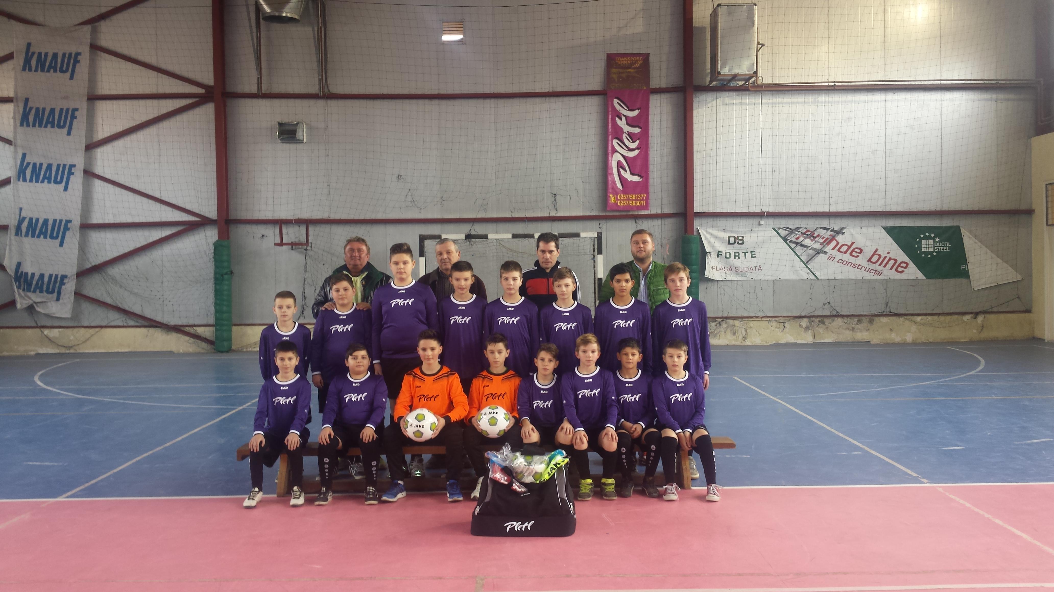 Echipa mica de  fotbal, alaturi de  Manfred Pletl si Mircea Jichici