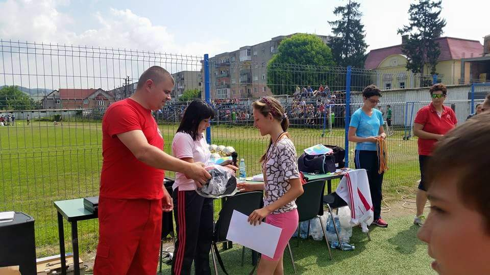 Echipa de sanitari a inmanat la final si diplome participantilor la competitiile sportive