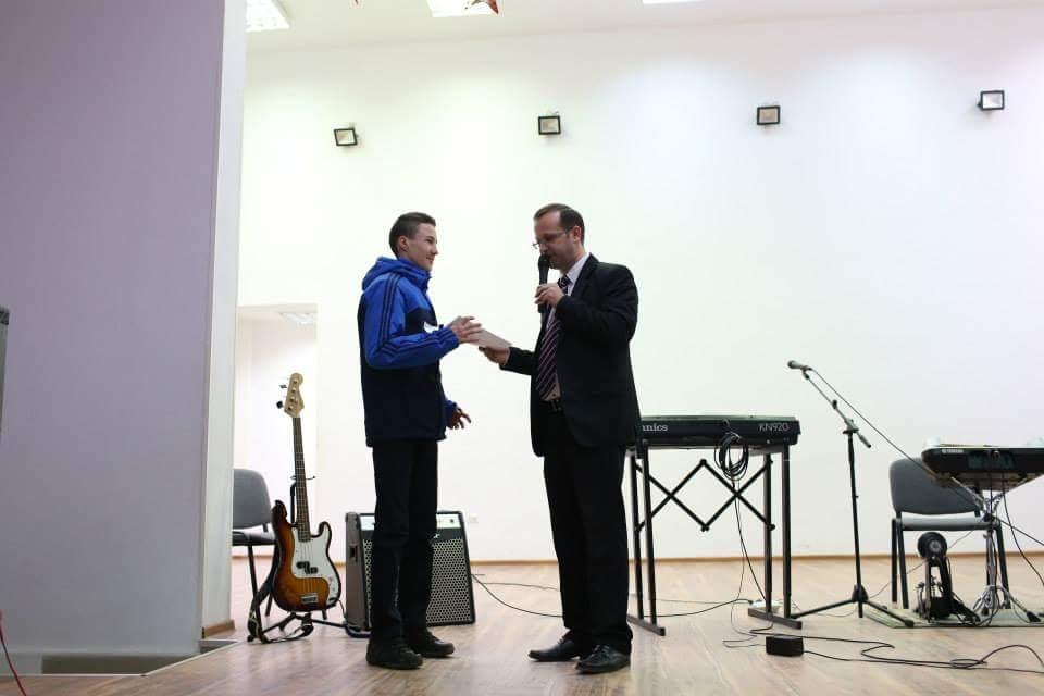 Marius Lucan - coorodonatorul sectiei de sah , si-a premiat cei mai talentati sahisti