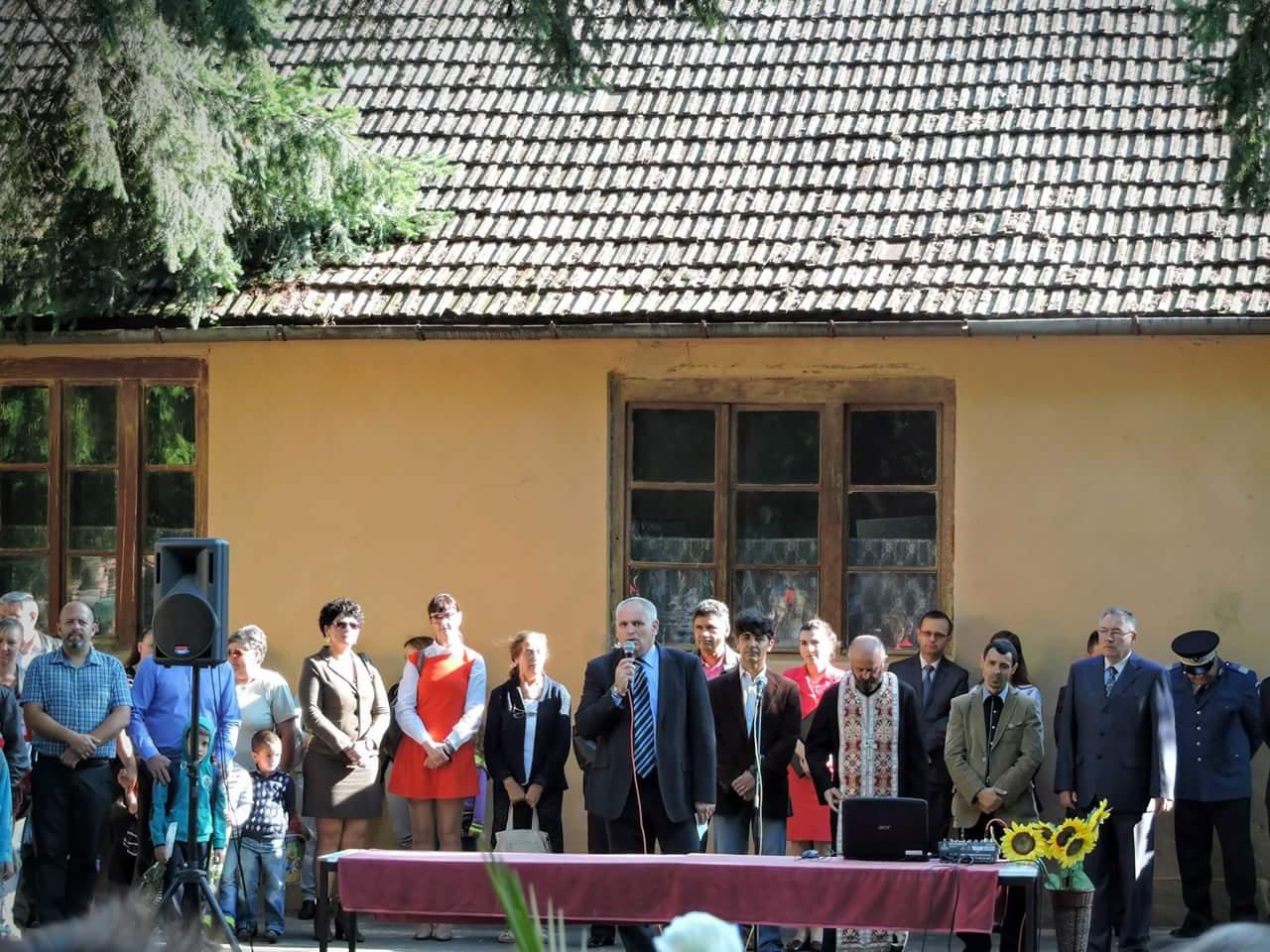 Clopoţelul  a  sunat în şcolile din Lipova. A fost dat startul  anului şcolar 2015-2016