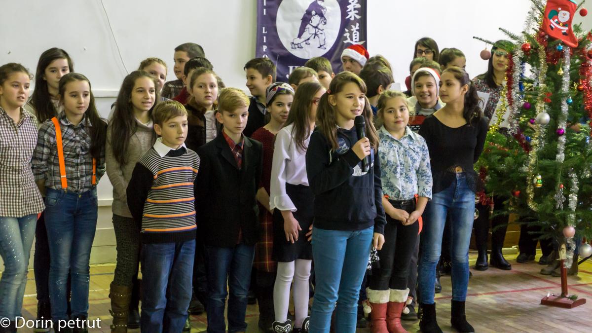 """COMUNIUNE SUFLETEASCĂ ÎNTR-O ATMOSFERĂ DE SĂRBĂTOARE LA LICEUL """"SEVER BOCU"""""""