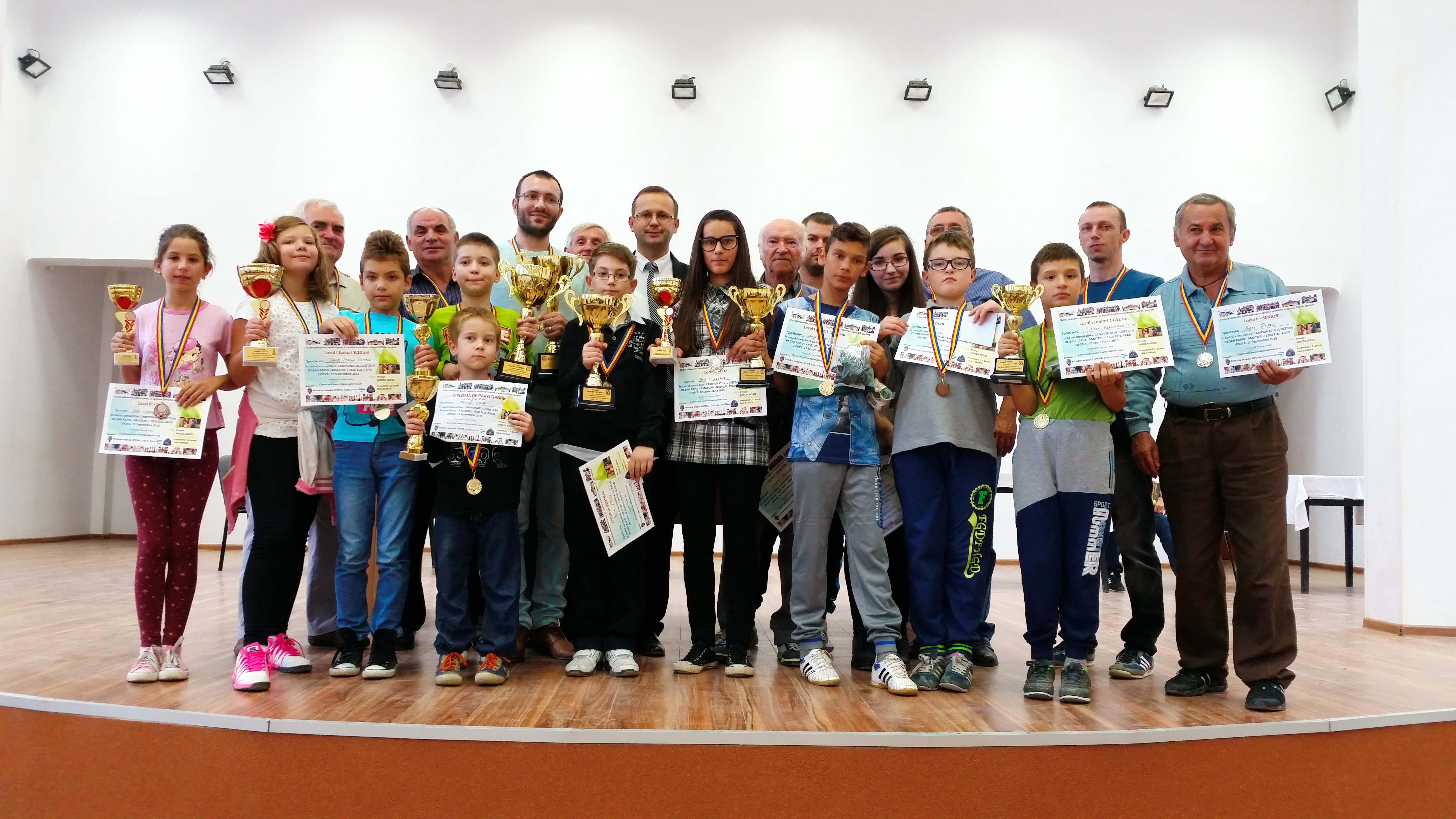 Unul din câştigătorii de pe podiumul finl al campionatului de sah de la Lipova