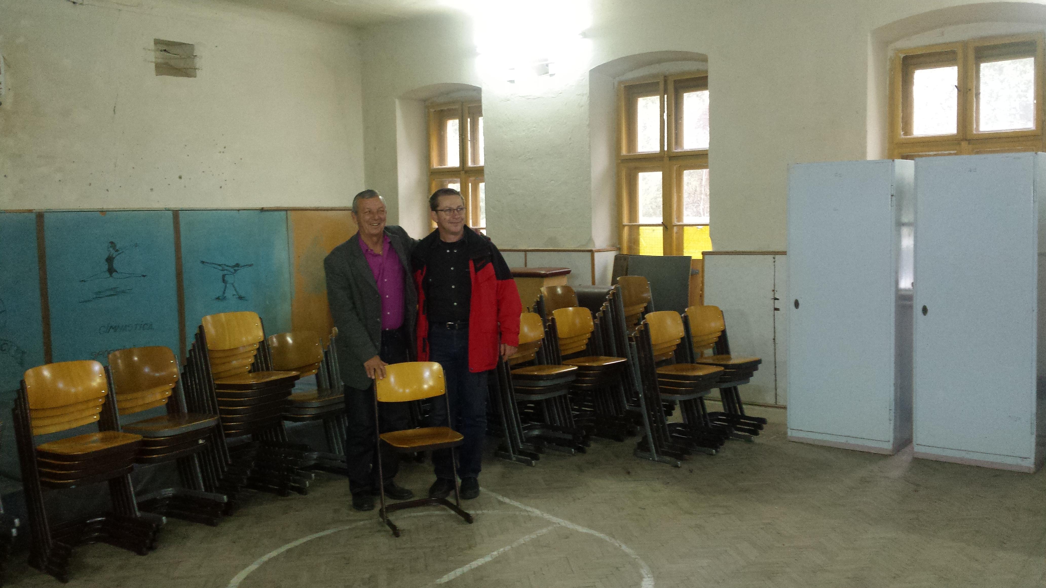 Elevii Liceului Atanasie Marienescu au primit peste 100 de scaune noi pentru salile de clasa