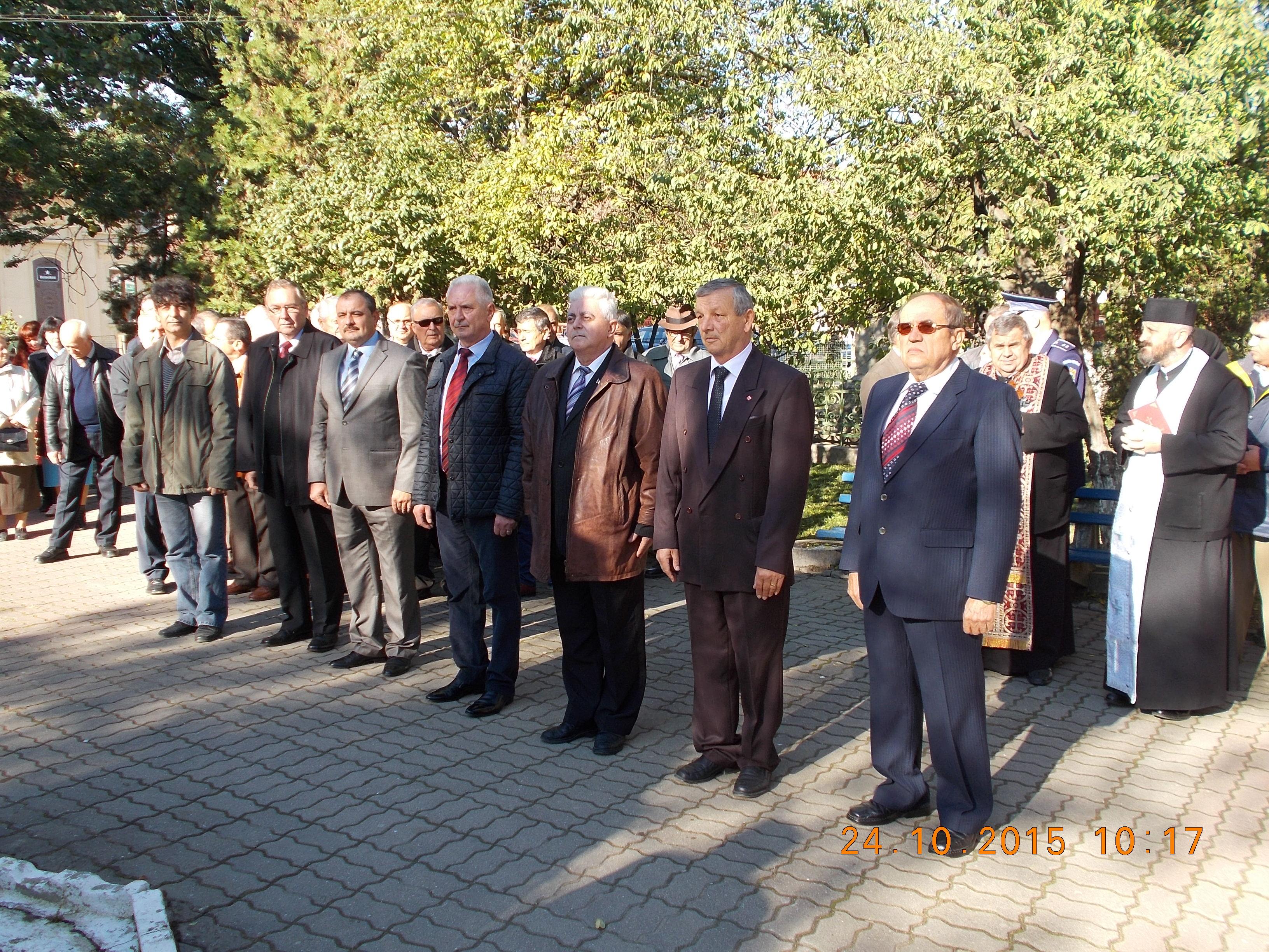 Primarul Mircea Iosif Jichici alaturi de reprezentatnţi ai Consiliului Local Lipova si reprezentatnţi ai Primăriei Orasului Lipova