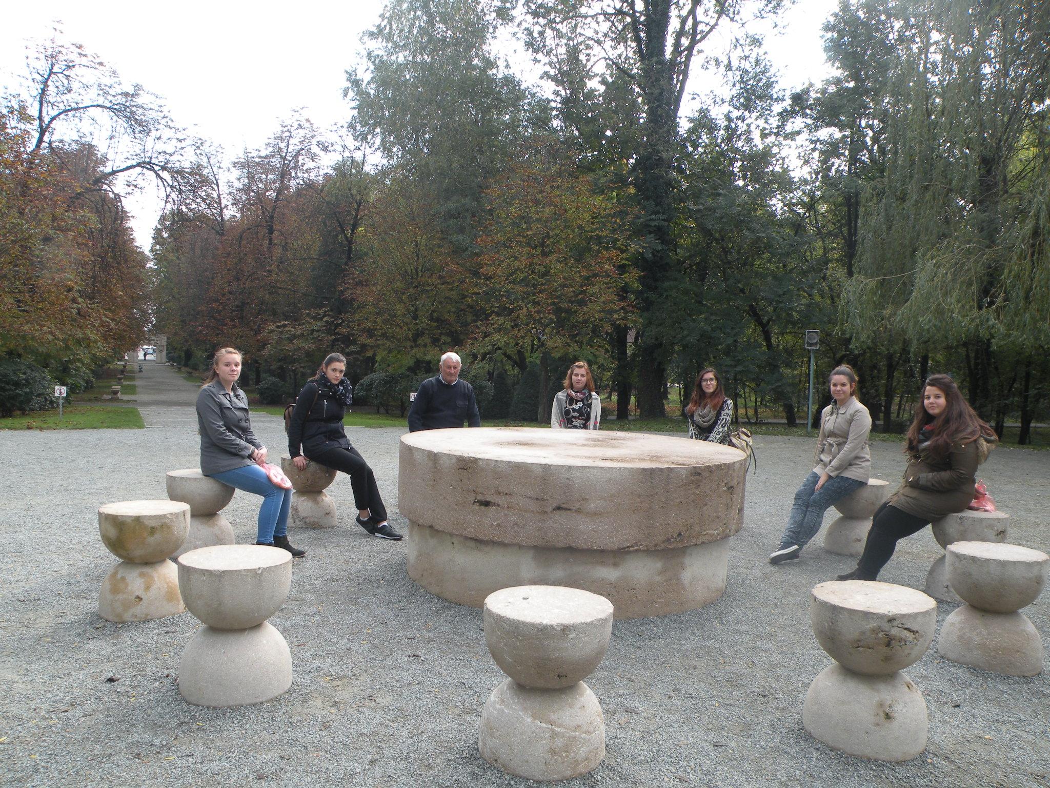 Elevele au ajuns si la Targu Jiu, unde au vizitat operele lui Brancusi