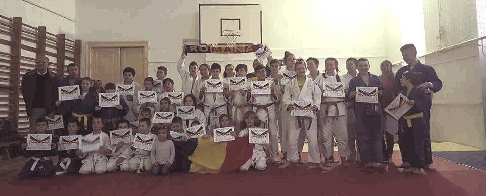 De Ziua Naţională a României , micuţii de la secţia de Judo a Oraşului Lipova au avut parte de o competiţie specială