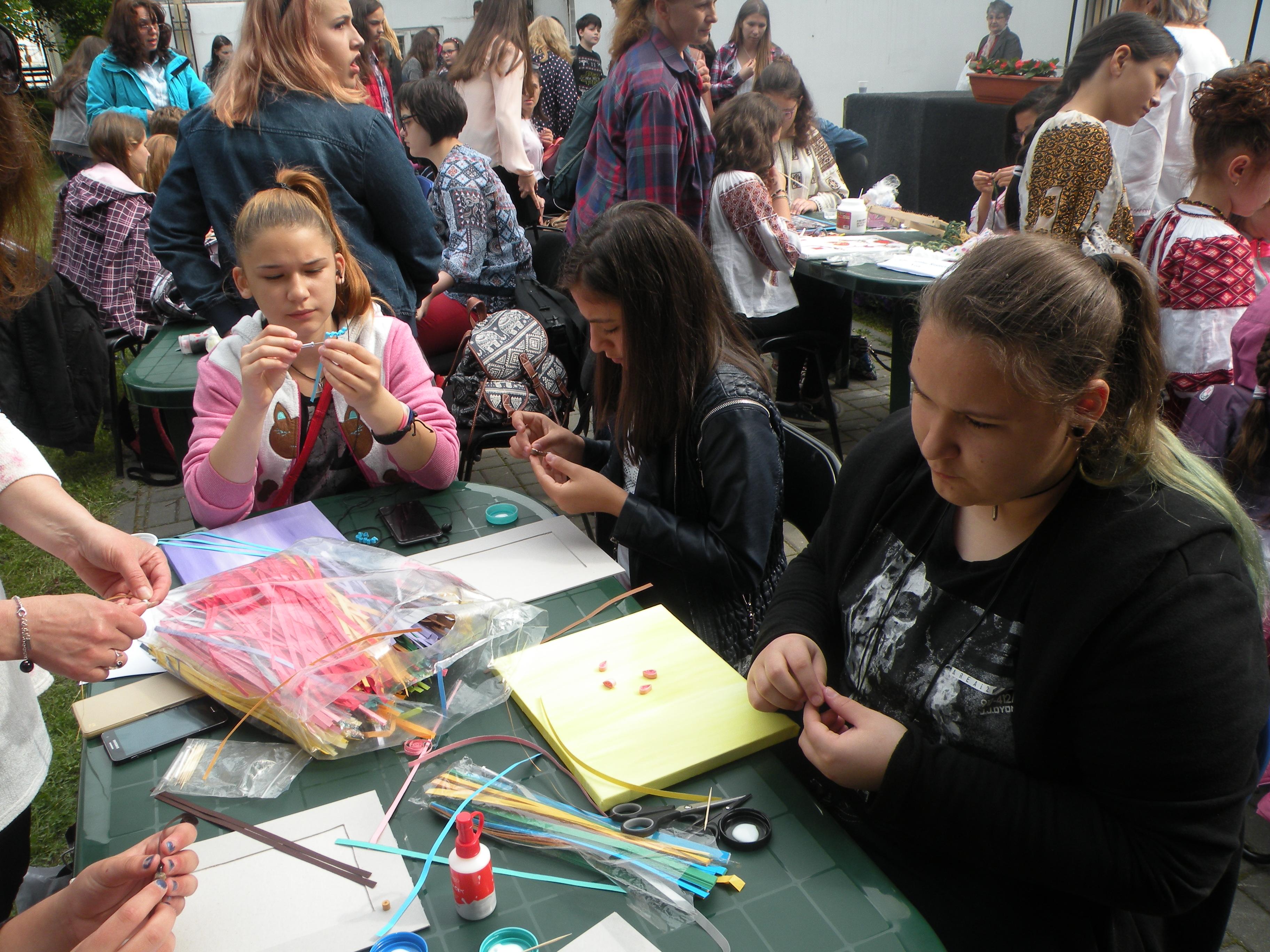 """Luna mai – o lună a concursurilor şi reuşitelor frumoase pentru copiii din cadrul Cercului """"Atelierul Fanteziei"""" - Clubul Copiilor Lipova"""