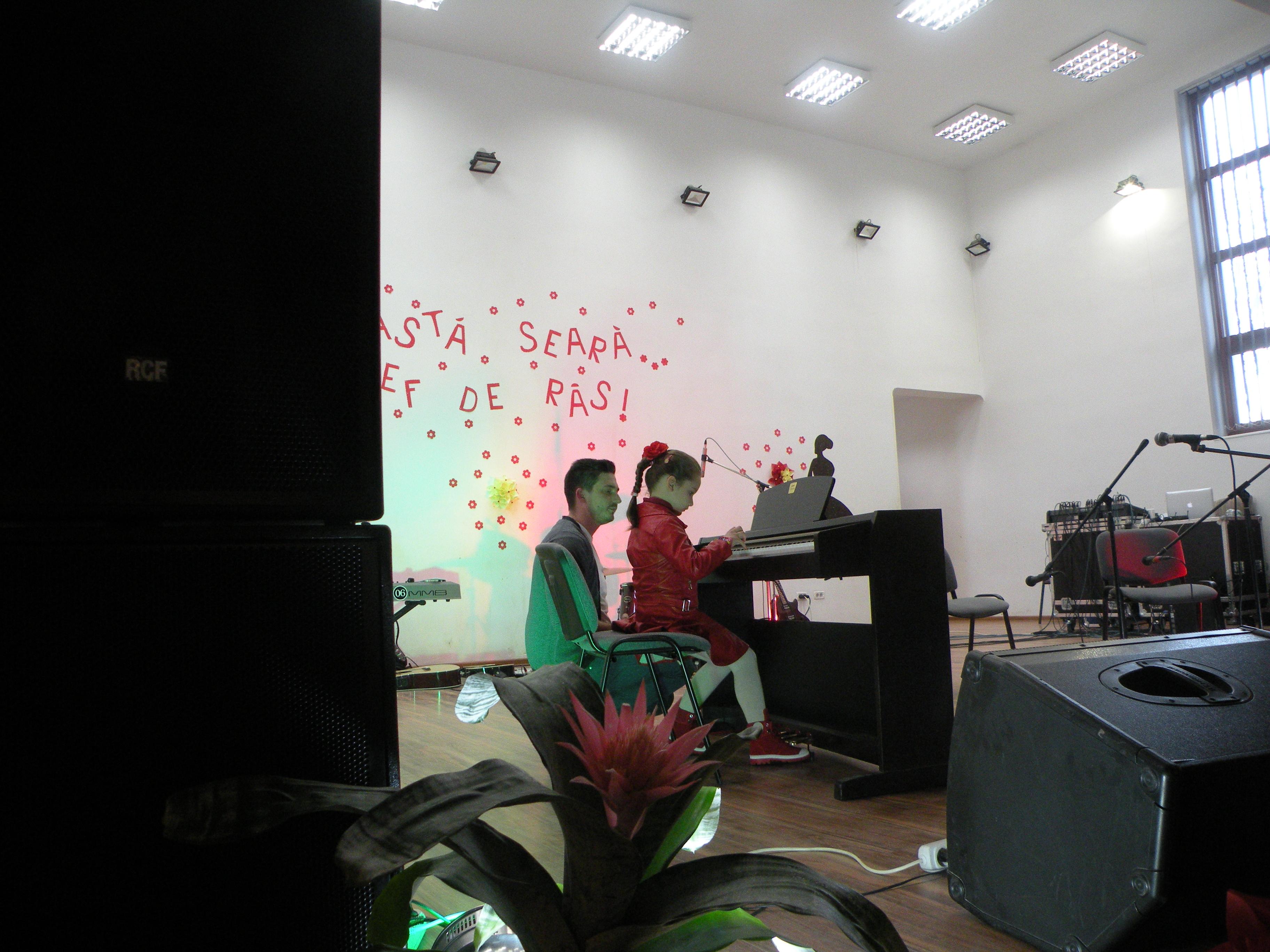 Copiii  din  cadrul  Clubului  Copiilor  Lipova au fost  « Vestitorii  Primaverii » în acest an, într-un spectacol de dans , cântece si creatii hand-made