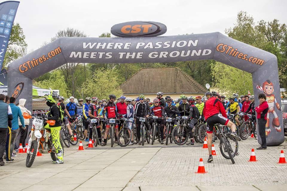 """Aproape 300 de participanţi şi o nouă competiţie de succes pentru ediţia cu numărul  3 a competiţiei de ciclism """"ROCAA  MTB""""  LIPOVA 2017"""