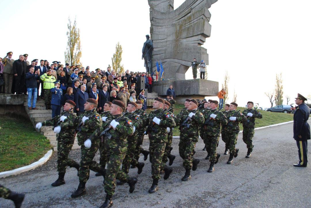 """25 octombrie  - """"Ziua Armatei Române"""" , marcată şi în acest an la Lipova şi Păuliş"""