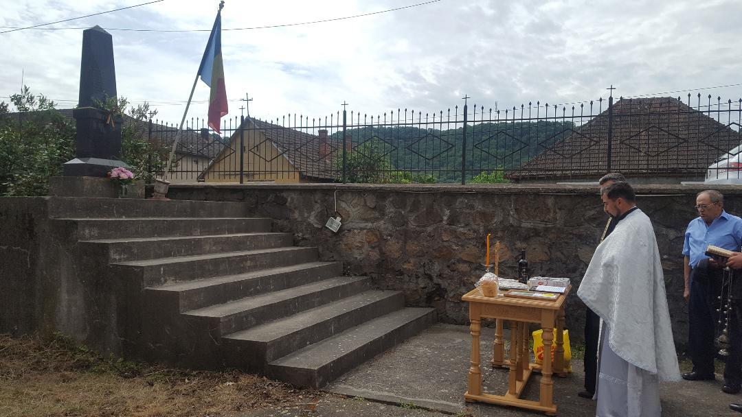"""""""GLORIE  ETERNĂ EROILOR  NEAMULUI """" ,  de Sărbătoarea Înălțării Domnului Eroii neamului românesc comemoraţi la Lipova cu ocazia Sfintei Sărbători a Înălţării Domnului Isus Hristos"""