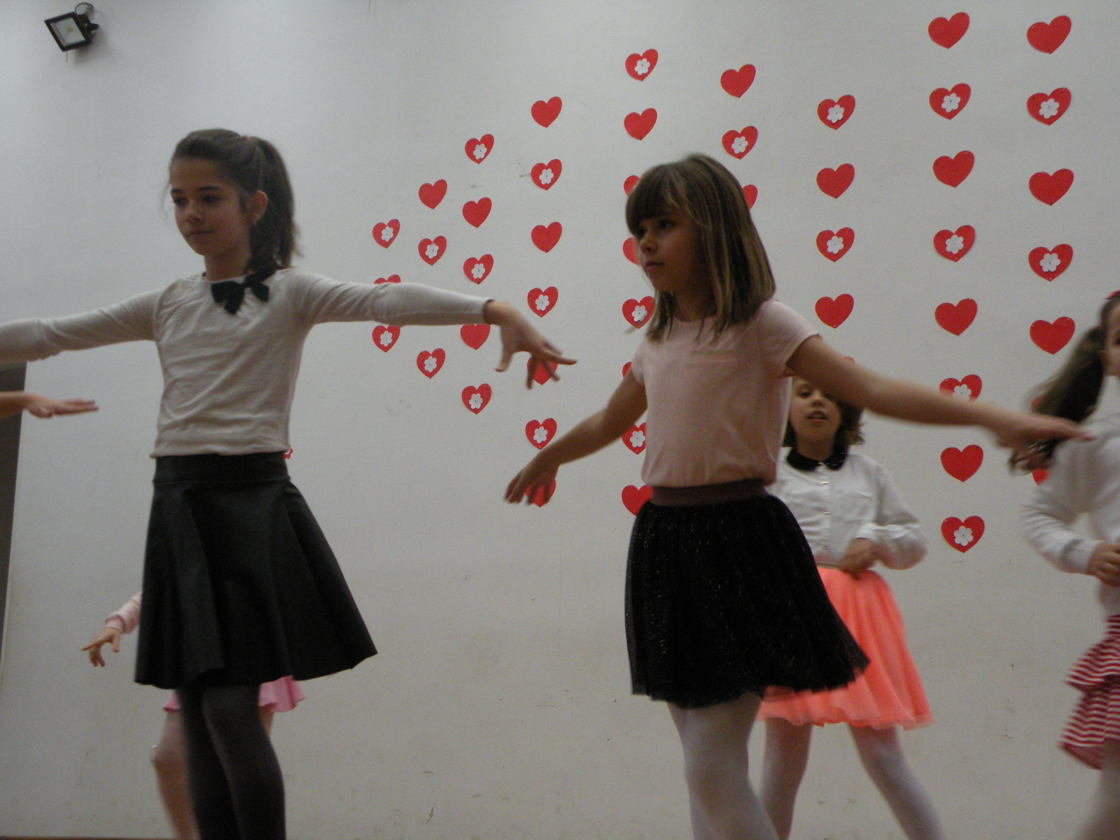 Oraşul Lipova i-a avut din nou ca « Vestitori ai Primăverii », pe copiii  de la  Clubul  Copiilor  Lipova, într-un spectacol de dans , cântece şi  creaţii hand-made
