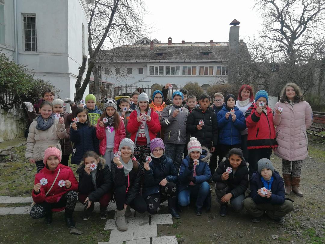 La Lipova, copiii din cadrul Clubului Copiilor Lipova au dat startul Atelierului de confecţionat mărţişoare , la Muzeul Oraşului Lipova