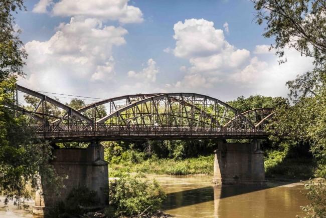 Va fi reabilitat podul vechi din Lipova