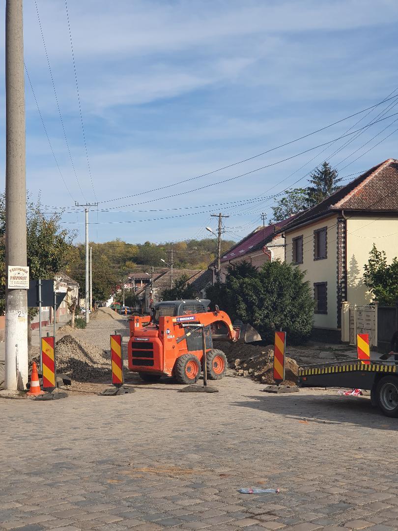 Lucrările pentru reabilitarea a 8 străzi din orașul Lipova, au fost demarate, prima stradă pe care au intrat utilajele și echipele de muncitori, fiind Strada ȘTEFAN  CEL  MARE